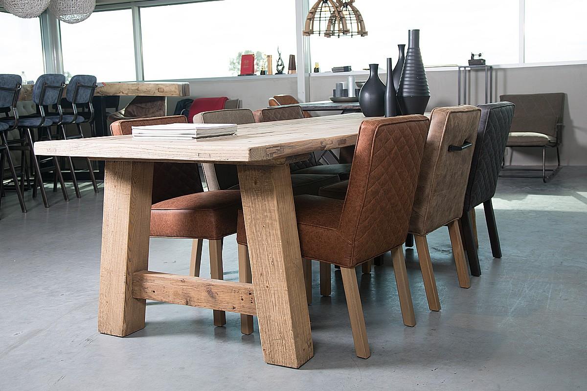 Een eikenhouten tafel kiezen bij je interieur landelijkwonen