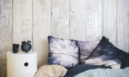 De slaapkamer landelijk inrichten