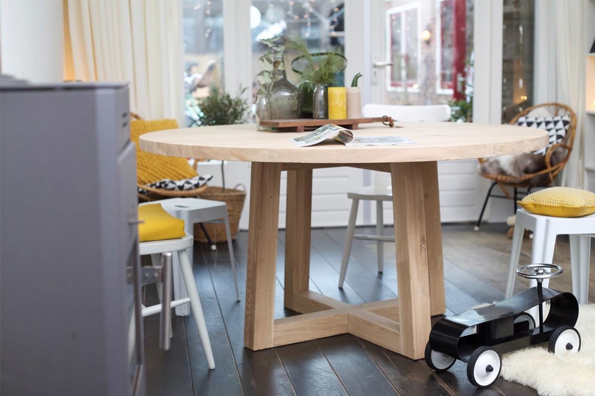 Ronde Tafel Hout : Ronde houten tafels een echte eyecatcher landelijkwonen
