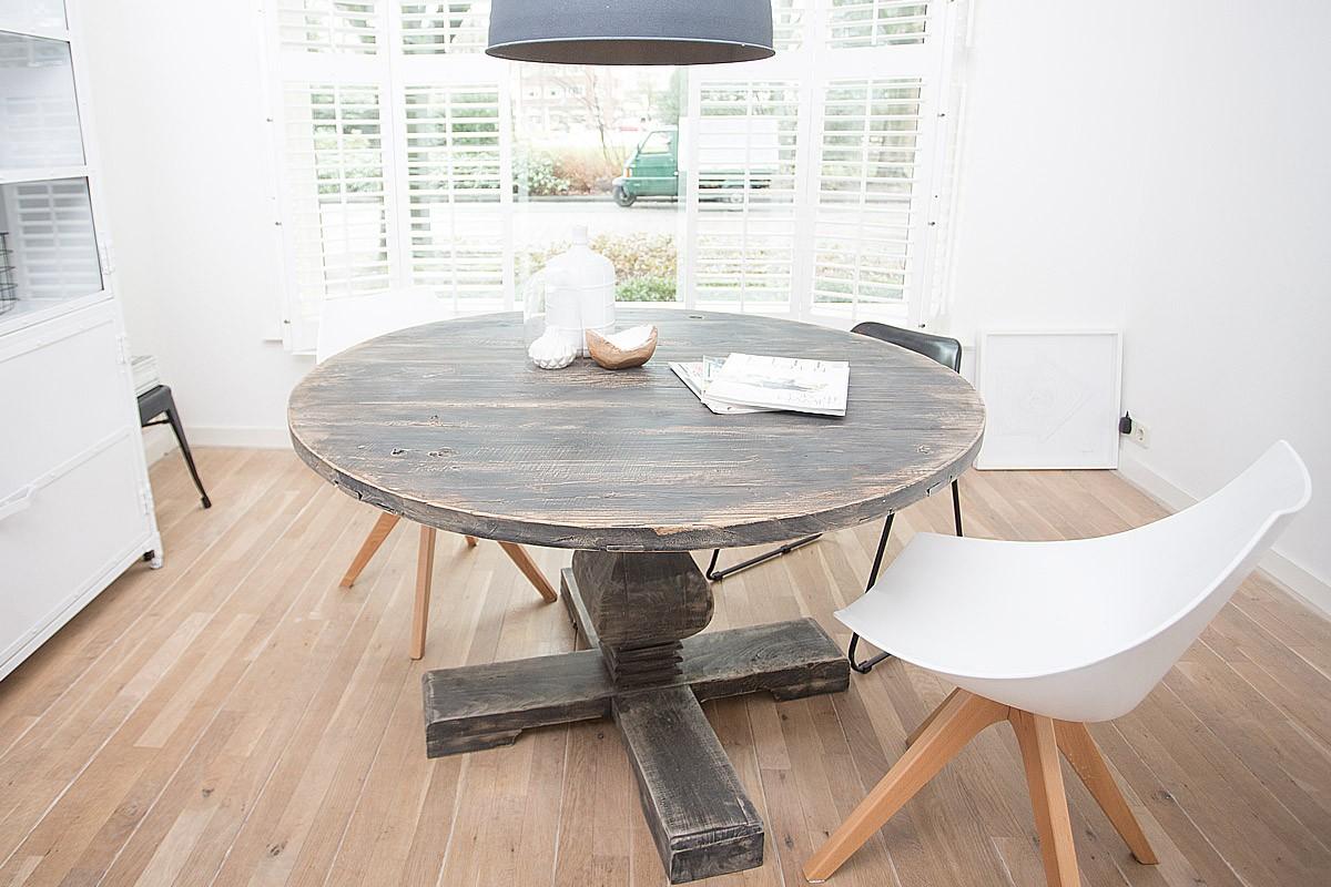 Ronde houten tafel zwart landelijkwonen