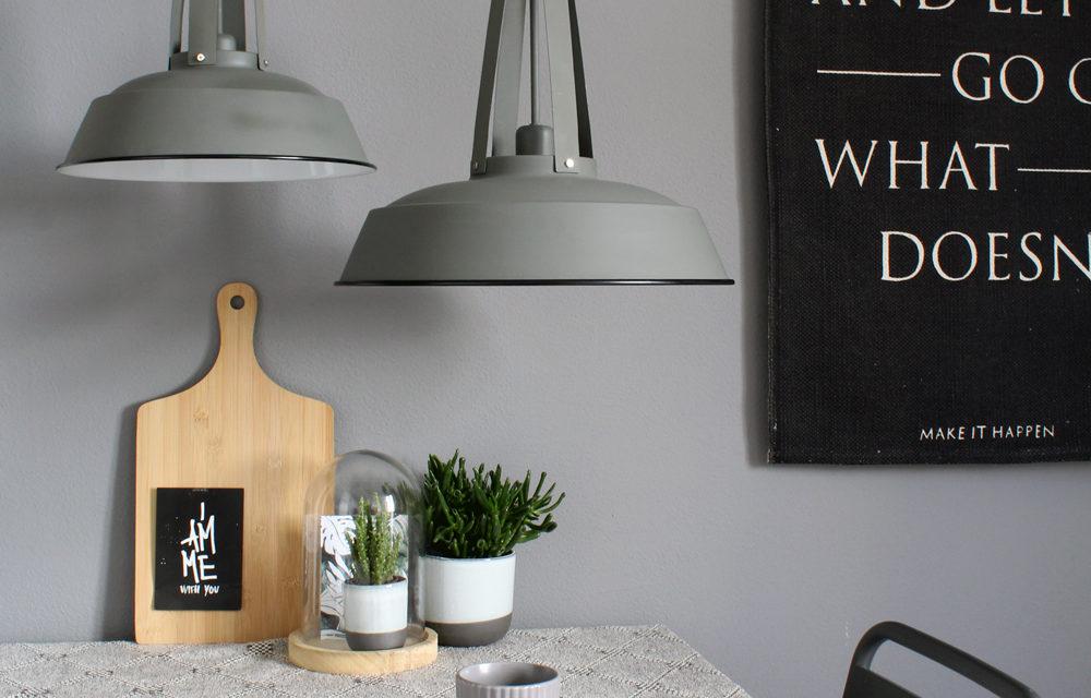 Hoe hang je een lamp op?